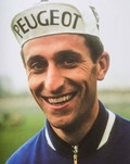 Tom Simpson. Foto uitsnede uit het boek Tom Simpson - Bird On The Wire - limited editie Rapha